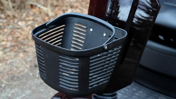 Handy basket for your belongings (detachable)