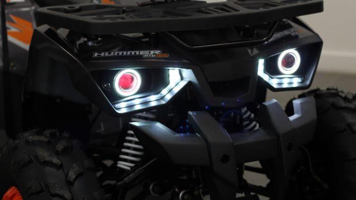 Näyttävät LED valot eri toiminnoilla